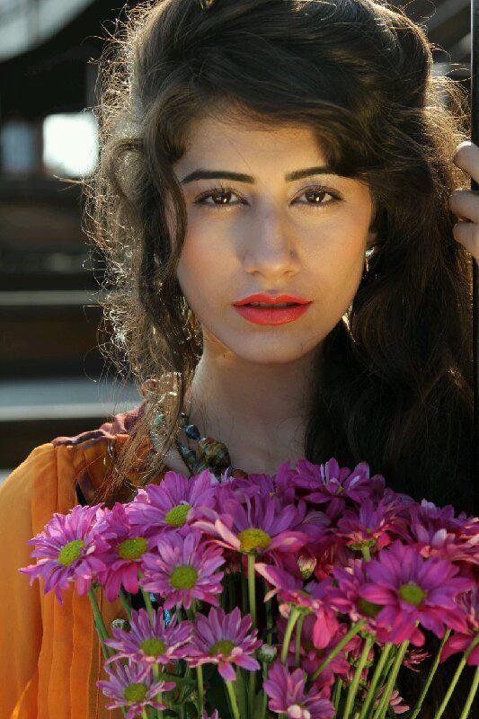 Pin by P. K on Mahira Khan | Pakistani actress mahira khan